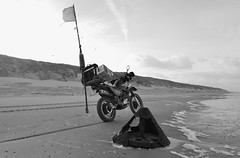 Vlieland - strand - joon La Mere Louise (Dirk Bruin) Tags: mer strand la vlieland boulogne louise yamaha sur float mere beachcombing joon markering xt600e strandjutten jutterij vistuig jutbrommer