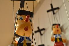 colgado (laura langstrum) Tags: feria mercado pinocho titere