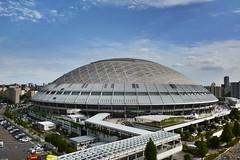 Nagoya Dome ,Japan. (marcelo.nakazaki) Tags: asia aichiken nagoya japan japon japao cidade city nagoyadome ceu sky carros car arvores tree estadiodebayseboll nuvem pessoas people