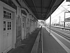 O tempo... (ndreia) Tags: sonydschx200v portugal aveiro 2016 relgio clock pb bw estao station