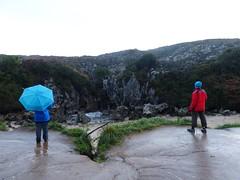 Playa de Gulpiyuri (6) (calafellvalo) Tags: cangasonsgulpiyuriasturiesasturiassidrasidreriacalafellvalo gulpiyuri cangasdeons asturias asturies sidra escanciar sidreria costa acantilados calafellvalo espaa cantbrico