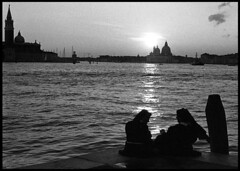 Riva C di Dio (Jordi Aragon) Tags: nikonf801 nikkor50mmf14d kodaktrix rodinal 150 5secagitationperminute filmrocks 20c 12minutes venezia italia