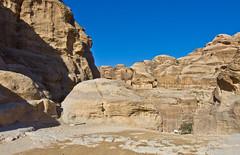 Felsen / Rocks (schreibtnix) Tags: reisen travelling naherosten neareast  jordanien  jordan petra landschaft landscape siq schatten shadow himmel sky blau blue felsen rocks olympuse5 schreibtnix