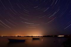 L'étang de Canet la nuit (sergecos) Tags: nuit night poselongue longexposure filédétoile startrails étang pond boats barques ciel sky cielo noche nikon d7000 lake lumière light star étoiles filé étangdecanet laexposicionalargo