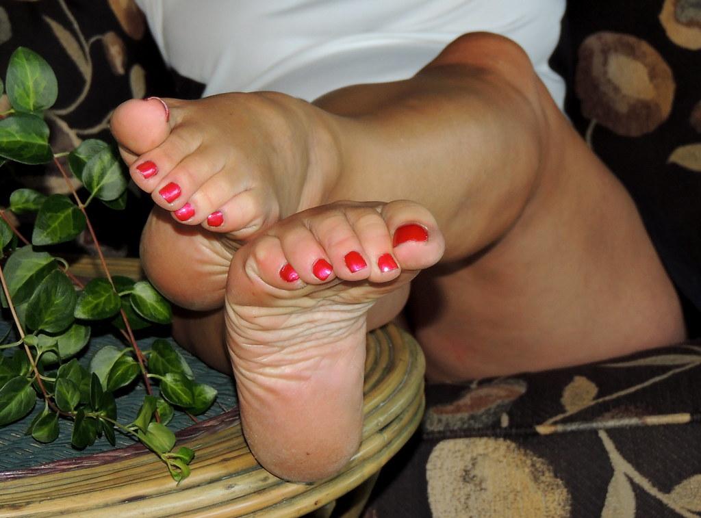 italian foot fetish sites