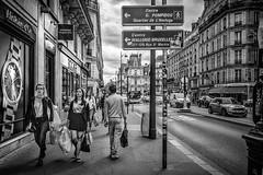 Paris, Rue St Martin (Luc Mercelis) Tags: street people paris france blackwhite blw streetphotography fujifilm frankrijk fujifilmx100