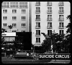 Mora Orfei (Colombaie) Tags: hotel humor vista ddr architettura warschauerstrasse scritta alberghi capannoni suicidecircus staazione