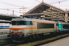 20050216 016 Tours. 22332 Waits With An Aqualys Train For Paris Austerlitz (15038) Tags: france electric trains locomotive tours railways sncf 22332 bb22200