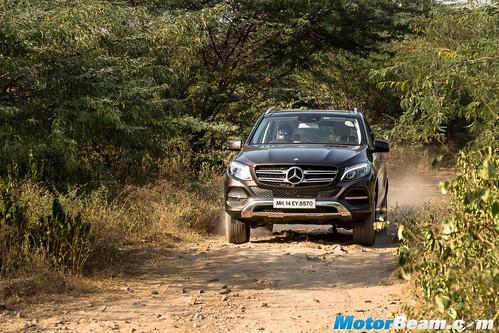 2015-Mercedes-GLE-13