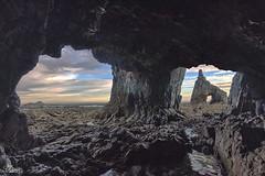 Campiecho, cueva con vistas al mar (Urugallu) Tags: costa color canon mar agua flickr asturias playa amanecer cielo nubes formas rocas reflejos asturies cantabrico occidente pedrero cadavedo 70d joserodriguez principadodeasturias urugallu campiecho