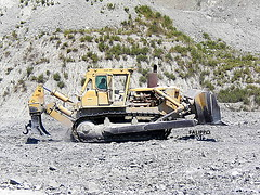 Caterpillar D9H (Falippo) Tags: cat pit caterpillar clay dozer cava bulldozer earthmover d9 argilla baumaschine d9h montermini pacmanlogo