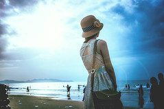 (Phn Chua) Tags: vintage old girl summer memory outdoor daylight daytime light natural sea ocean hat woman people portrait art
