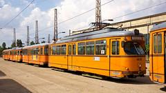 Zum Monatswechsel August/September wurden die ersten fnf Dwag-Vierachser abgestellt. In langer Reihe stehen die frisch ausgemusterten Vierachser im 'Depo Iskar' (Frederik Buchleitner) Tags: 205 214 285 288 4205 4214 4285 4288 bulgaria bulgarien blgariya depoiskar duewag dwag grosraumwagen grosraumzug sofia stolitschenelektrotransportag strasenbahn streetcar t4 tram trambahn vierachser tramvai        sofiacity blgariya dwag groraumwagen groraumzug straenbahn tramvai