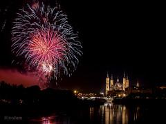 Fin de fiestas Pilares 2016 (kinojam) Tags: fuegos fuegosartificiales fireworks nocturna noche reflejo night reflection color zaragoza pilar kino kinojam canon canon6d