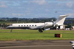 N94924 landing. (aitch tee) Tags: cardiffairport aircraft airliner bizjet gulfstream landing visitors n94924 ttail jetliner cwlegff maesawyrcaerdydd walesuk g550