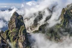 *Pico do Gato* (albert.wirtz) Tags: madeira hiking wandern berge albertwirtz portugal insel atlantik wolken nebel clouds mist fog nebbia brume picodogato bussardnest picodoarieiro miradouroninhodamanta camaradelobos niebla nikon d700 bruma