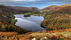 Grassmere Autumn, England (AdelheidS photography) Tags: ef2470f4l gb british see meer lago 2470mm canon trees forest valley lakeland engeland inglaterra britain unitedkingdom adelheidsmitt adelheidspictues village ferns greatbritain lonscalefell canoneos6d scenic view island loughrigg mountain lake uk fall colour red grassmere cumbria lakedistrict autumn england adelheidsphotography landscape foliage hill water mountainside outdoor serene