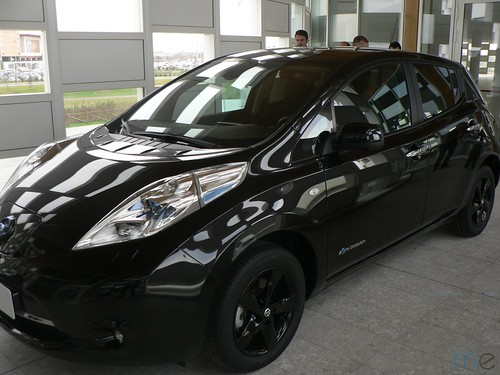 "NISSAN LEAF BLACK EDITION - LAGO DE COMO (5) (ME) <a style=""margin-left:10px; font-size:0.8em;"" href=""http://www.flickr.com/photos/128385163@N04/30276555404/"" target=""_blank"">@flickr</a>"