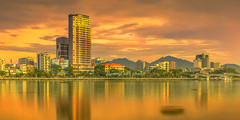 Y3253.0714.Sng Hn. Nng. (hoanglongphoto) Tags: asia asian vietnam landscape outdoor evening sunset cityscape city danangcity river hanriver water riversurface sky cloud clouds building riverside rivercity canon canoneos1dx nng phongcnh ngoitri honghn thnhph thnhphnng phongcnhnng butri my sng snghn nc mtsng bsng thnhphbnsng canonef50mmf12lusmlens