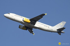 Vueling Airlines  EC-LRA  A320-232 (airbus02) Tags: vueling airlines dcollage bruxelles belgique zaventem airbus a320