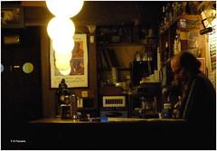 Escenas en el Jazz Filloa 6. Scenes in Jazz Filloa 6. (Esetoscano) Tags: calma calm tranquilidad barra pub luces lights reflejos reflections persona person gente people msicadejazz jazzmusic antiguo old jazzfilloa a corua galiza galicia espaa spain