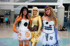 IMG_8366 (willdleeesq) Tags: cosplay cosplayer cosplayers lacomiccon lacomiccon2016 stanleeslacomiccon starwars droids r2d2 c3po bb8 lacomiccon16 comikaze comikazeexpo losangelescomiccon losangelescomiccon2016 losangelesconventioncenter lacc lacc2016