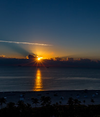Sunrise Miami Beach (BS_86) Tags: canon 6d sunrise sun sonne sonnenaufgang water ocean ozean outdoor ferien vacation palmtrees miami beach palmen strand clouds wasser wolken travel reisen explore