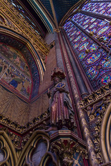 Sainte Chapelle - Estatua de apostol (I) (Juan Ig. Llana) Tags: paris ledefrance francia saintechapelle santacapilla vidrieras luz color arquitectura gtico santo apostol estatua vidriera