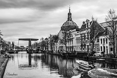 HOTI102014-551R-BYN_FLK (Valentin Andres) Tags: bw blackwhite blancoynegro byn holanda holland leiden marekerk thenetherlands drawbridge levadizo puente