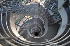 Downwärts (Elbmaedchen) Tags: treppenauge treppenhaus staircase architektur hamburg geometrie hammerbrook roundandround spirale spirals escaliers escaleras downstairs
