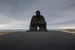 Steinkarlinn Brur Snfellss (apasciuto) Tags: steinkarlinnbrursnfellss arnarstapi iceland sculpture rocks landscape