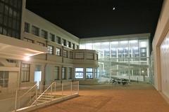 Présence humaine (godran25) Tags: dijon bourgogne burgundy france consortium architecture nuit nocturne ambiance art contemporain artcontemporain blanc