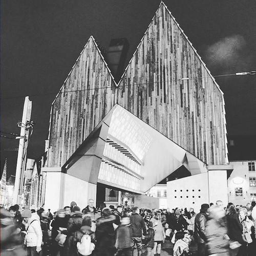 #monochromatic #bnw #blacknwhite_perfection #travelgram #instatravel #ghent #gent #belgium_unite #belgian #belgique #belgium #everydaybelgium #streetphotography #designporn #art_chitecture_ #archilovers #igersholland #igersbelgium #flanders #urbanexplorat