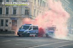 Proteste gegen Neonaziaufmarsch in Leipzig - Sdvorstadt - Connewitz - 12.12.2015 - Leipzig - le1212 IMG_8233 (PM Cheung) Tags: leipzig demonstration sachsen proteste sdvorstadt hooligans npd neonazis barrikaden csgas wasserwerfer nationalismus schlagstock krawalle rassismus naziaufmarsch gegendemonstration connewitz trnengas ausschreitungen sternmarsch sdplatz htwk rumpanzer christianworch karlliebknechtstrase pmcheung pomengcheung lotharknig facebookcompmcheungphotography dierechte pegida legida mengcheungpo silviorsler 12122015 leipzigconnwitz thgida offensivefrdeutschland leipzigbleibtrot protestfrfriedenundvlkerfreundschaft davidkckert gegenlinkenterrorunddielinkediktatur le1212