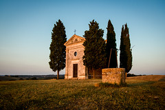 Tuscan sunset (B.B.H.70) Tags: church ermita iglesia toscana tuscany italia italy cypress ciprs well pozo campo countryside sunset atarceder