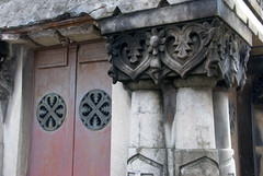 Celtic influenced tomb (VinayakH) Tags: tombs tomb recoletacemetery recoleta larecoletacemetery cemetery buenosaires graves argentina latinamerica southamerica mausoleum artnouveau artdeco neogothic baroque architecture