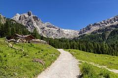 Baita Cianci in Val Contrin (cesco.pb) Tags: valdifassa valcontrin dolomiten dolomiti dolomites alps alpi trentino baita montagna mountains italia italy canon canoneos60d tamronsp1750mmf28xrdiiivcld