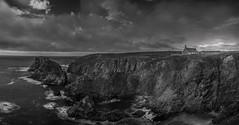 la chapelle del acantilado (eolo1947) Tags: acantilados blancoynegro bretaa capilladestthey costaatlantica finisterre francia panoramica puntadevan