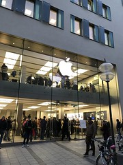 Apple Store Munich (Tom Simpson) Tags: applestore munich germany