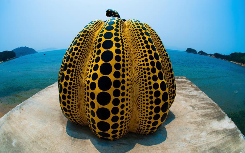 Quả bí ngô khổng lồ là biểu tượng của Naoshima