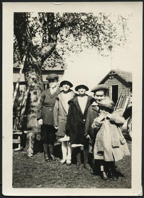 1920s girls usa boys stockings hat fashion children outfit shoes child outdoor kinder kind cap schuhe mütze mädchen mützen mantel jungen kleidung hüte schal fotorahmen 1920er langestrümpfe archivhansmichaeltappen
