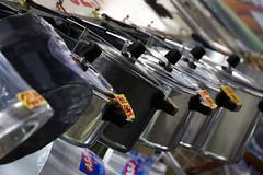 Panelas (lucianobuniak) Tags: mercadomunicipal campinas prateleira produtos panelas