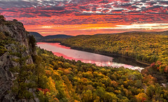 Spectacular Autumn Sunrise at Lake of the Clouds (Cole Chase Photography) Tags: morning autumn fall sunrise canon dawn michigan 5d upperpeninsula pinkclouds markiii porcupinemountainswildernessstatepark lakeoftheeclouds