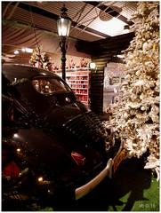 Renault 4CV ? DSCI8522 (aad.born) Tags: christmas xmas weihnachten navidad noel  tuin engel nol natale  kerstmis kerstboom kerst boi kerststal  kribbe versiering kerstshow renault4cv  kerstversiering kerstballen kersfees kerstdecoratie tuincentrum kerstengel  attributen kerstkind kerstgroep aadborn nativitatis