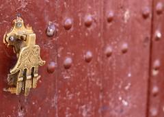 La mano di Fatima #Insolitamente (Il Gando) Tags: door travel colors gold morocco porta marocco colori fatima emozioni