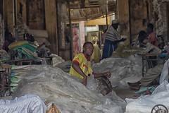 tessitura a dakar (mat56.) Tags: africa portrait people men portraits work workers persone laboratory senegal dakar ritratti ritratto laboratorio lavoro uomini webbing lavoratori tessitura