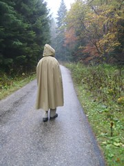 Rainmac-gummi-beige-IMGP0108 (Umhaenge2010) Tags: cape cloak cloack umhang regenumhang raincape capeimpermable
