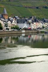 Zell, Aussicht von der Moselbrcke zur Moselpromenade (HEN-Magonza) Tags: zell mosel moselle rheinlandpfalz rhinelandpalatinate deutschland germany