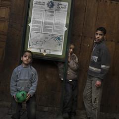 Three (Julio Lpez Saguar) Tags: aprobado juliolpezsaguar urban urbano calle street ciudad city gente people marruecos morocco lemaroc fez fes nios childs children tres three