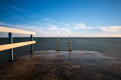 Steg bei Råå (_guido_) Tags: råå helsingborg meer steg schweden wasser sweden blau himmel horizont wolken geländer